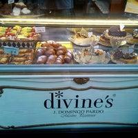 Photo taken at Divine's by Jordi V. on 8/12/2012