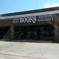Foto tirada no(a) Half Price Books por Ryne H. em 8/15/2011