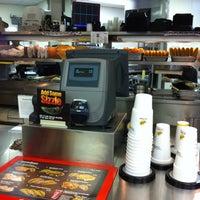 Foto diambil di Taco Bueno oleh Jason B. pada 10/19/2011