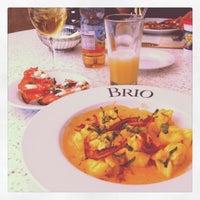 Foto tomada en Brio Tuscan Grille por Ashley T. el 4/6/2012