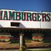 Das Foto wurde bei Ruben's Hamburgers von Jose Maria am 3/25/2012 aufgenommen