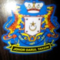 Photo taken at Nasi Ayam Penyet Sg Tiram by King S. on 7/14/2012
