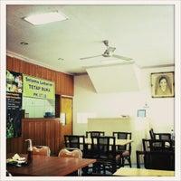 Photo taken at Pecel Bu Kus by Philip W. on 8/16/2012