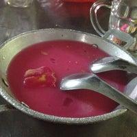 Photo taken at ล้านนมสด - ขนมปังสังขยา by Tanawan T. on 5/14/2012