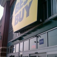 Photo taken at Best Buy by Irving D. on 5/27/2012