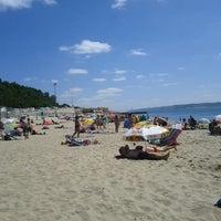 Foto tirada no(a) Praia de Santo Amaro de Oeiras por Rodrigo C. em 8/23/2012