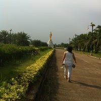 Photo taken at พระยืน by 🎉Lo💓ely ♏. on 4/1/2012