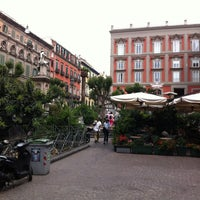 Foto tirada no(a) Piazza Vincenzo Bellini por Rik M. em 6/4/2012