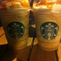8/10/2012 tarihinde Erdal A.ziyaretçi tarafından Starbucks'de çekilen fotoğraf
