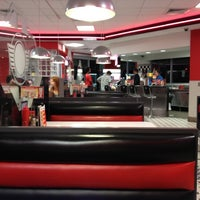 Photo taken at Steak 'n Shake by Kevin  I. on 7/4/2012