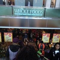 Foto tomada en Whole Foods Market por Brookyln T. el 2/17/2012