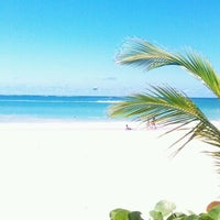 Photo taken at Isla Verde Beach - Balneario Isla Verde (La Playa) by Rosa A. on 5/8/2012