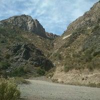 Foto tirada no(a) Camino Embalse El Yeso por Rodrigo F. em 4/1/2012