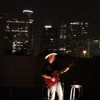 Das Foto wurde bei Khon's von Greg C. am 7/27/2012 aufgenommen