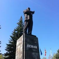 Photo taken at Площадь им. В.И. Ленина by Mark'O B. on 5/9/2012