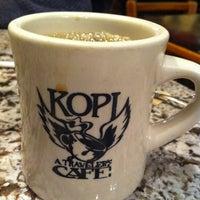 5/6/2012 tarihinde Jessica V.ziyaretçi tarafından Kopi Café'de çekilen fotoğraf