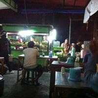 Photo taken at Nasi Tempong Nusantara by CommerzPlus on 5/17/2012