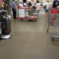 Photo taken at BJ's Wholesale Club by Oi R. on 8/27/2012
