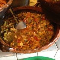 Foto tirada no(a) Tacos Hola! por Adrian G. em 6/25/2012
