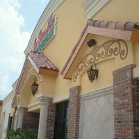 Foto tomada en La Parrilla Mexican Restaurant por Neil el 7/6/2012