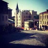 Снимок сделан в Андреевский спуск пользователем Vladilen T. 8/6/2012