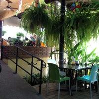 Foto tomada en Lukumbe Café por Alejandra C. el 4/26/2012