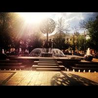Снимок сделан в Фонтан-памятник «Адам и Ева под Райским деревом» пользователем Бадонна💱 8/12/2012