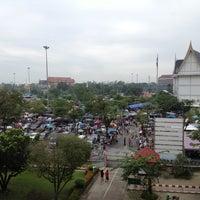 Photo taken at ตลาดเช้าหน้าวัดไร่ขิง by Anyaya on 7/29/2012