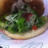 6/27/2012 tarihinde Stephanie B.ziyaretçi tarafından Falafel House'de çekilen fotoğraf