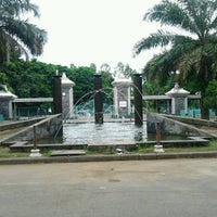 Photo taken at Taman Air Stadion Manahan Solo by Kholik A. on 1/8/2013