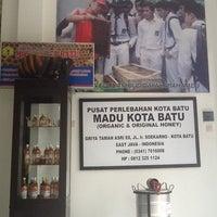 Photo taken at Madu Kota Batu by Yun Gi P. on 2/14/2014