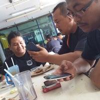 Photo taken at Medan Selera Seksyen 15, Shah Alam by Raz Li S. on 5/1/2014