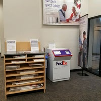 Photo taken at FedEx Office Print & Ship Center by Gabi K. on 12/28/2016