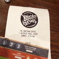 Снимок сделан в Blacks Burgers пользователем Amy O. 9/27/2013
