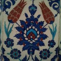 Das Foto wurde bei Rüstem Paşa Camii von Sinan Mehmet Y. am 9/26/2012 aufgenommen