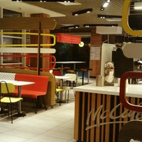 Снимок сделан в McDonald's пользователем Любовь П. 2/23/2015