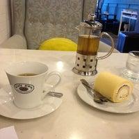 Photo taken at Caffè D'oro by Sobsin S. on 7/24/2014