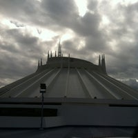 Photo prise au Space Mountain par Allegra B. le11/17/2012