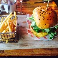 Foto tomada en Burger Bar Joint por Diana G. el 10/31/2014