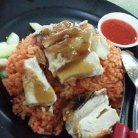 Photo taken at Jefri The Original Botak Chicken Rice by Yuhana M. on 3/28/2014