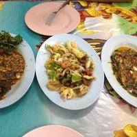 Photo taken at ร้านข้าวต้มรุ่งเรือง ริมถนนชัยพฤกษ์ by Kemika K. on 12/12/2012