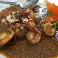 Foto tirada no(a) Phuttaraksa Restaurant por kanom em 11/23/2015