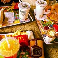 Foto tirada no(a) McDonald's por Thaís Helena D. em 1/21/2013
