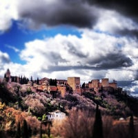 Photo taken at La Alhambra y el Generalife by Jesús C. on 3/13/2013