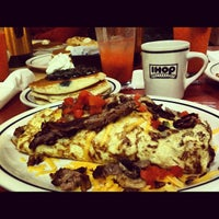 Photo taken at IHOP by Irving R. L. on 12/9/2012
