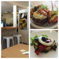 Foto tomada en NOA Catering por Eleanor(wokstar) H. el 6/28/2015