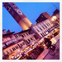 Foto scattata a Piazza delle Erbe da Pepa G. il 2/8/2013