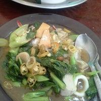 Photo taken at ร้านจงโภชนา by เทพธิดา ห. on 5/5/2014