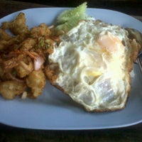 Photo taken at ภูเก้าอาหารตามสั่ง by Nattawut L. on 10/3/2012
