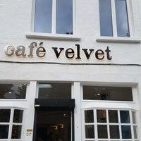 Das Foto wurde bei Cafe Velvet Brussels von Phillip V. am 7/16/2016 aufgenommen